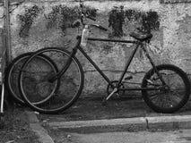 Oud delapidated fiets Royalty-vrije Stock Afbeelding