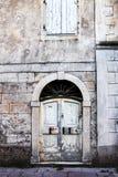 Oud deur en venster op een steen Mediterraan huis Stock Foto
