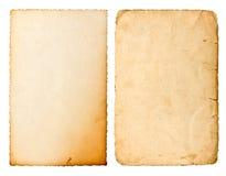 Oud die document blad met randen op witte achtergrond worden geïsoleerd Royalty-vrije Stock Afbeeldingen