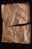 Oud die document blad op zwarte achtergrond wordt geïsoleerd Royalty-vrije Stock Fotografie