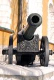 Oud die kanon in Moskou het Kremlin wordt getoond Stock Foto's