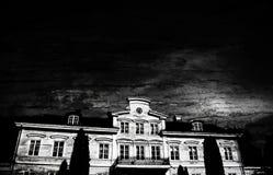 Oud die kasteel met zwarte achtergrond wordt uitgegeven Foto van omhoog hoekig grondniveau vector illustratie