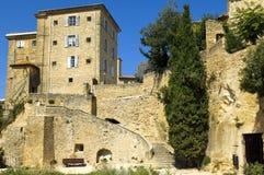 Huizen op rotsen, gebied van Luberon, Frankrijk worden gebouwd dat Royalty-vrije Stock Afbeeldingen
