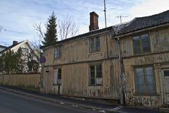 Oud dilapidated huis in Halden. royalty-vrije stock afbeelding