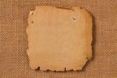 Oud document, lege gele pagina op de stof van het jutecanvas Royalty-vrije Stock Fotografie