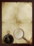 Oud document, retro meer magnifier en kompas royalty-vrije stock foto's