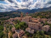 Oud Dorp van Sarnano, Italië, Marche - Luchtmening Stock Foto's