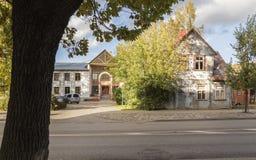 Oud dorpshuis in kleine stad De herfst Royalty-vrije Stock Afbeelding