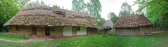 Oud dorpshuis in Museum van Volksarchitectuur en Landelijk L royalty-vrije stock fotografie