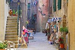 Oud Dorpskasteel in het Eiland Giglio, de archipel van Toscanië stock foto