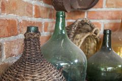 Oud Dusty Wine Bottles - Stilleven Stock Foto