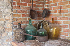 Oud Dusty Wine Bottles - Stilleven Royalty-vrije Stock Afbeelding