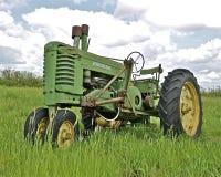 Oud een John Deere-tractor royalty-vrije stock foto's