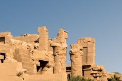Oud Egypte De kolommen zijn verfraaid met gesneden hiërogliefen De Tempel van Karnak Royalty-vrije Stock Afbeelding