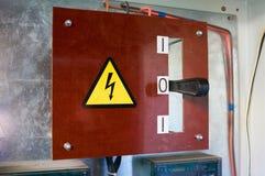 Oud elektropaneel op de muur Industriële Achtergrond royalty-vrije stock fotografie