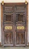 Oud en donker van houten deuren Stock Afbeelding