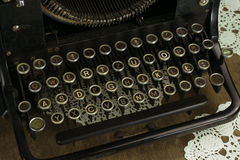 Oud en Dusty Typewriter Keyboard Stock Afbeelding