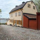 Oud en goed bewaard steenhuis in Stockholms Royalty-vrije Stock Afbeelding