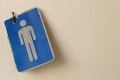 Oud en Grungy teken van het openbare toilet van toilettenwc voor de mens stock fotografie