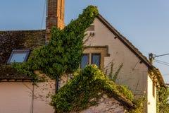 Oud en nieuw bij een Engels huis Stock Foto's