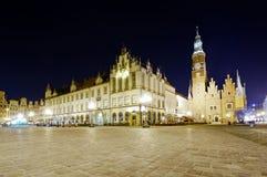 Oud en nieuw stadhuis in wroclaw stock afbeelding