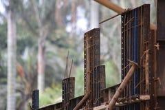 Oud en onvolledig bouw en ijzeroxide Royalty-vrije Stock Foto