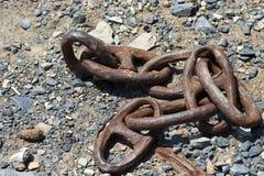 Oud en Verlaten Rusty Chain Stock Foto's