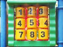 Oud en vuil plastic aantal bij speelplaats Stock Foto
