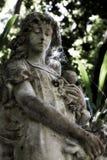 Oud engelenstandbeeld Royalty-vrije Stock Afbeeldingen