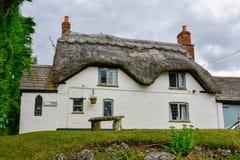 Oud Engels huis bij platteland Royalty-vrije Stock Foto's