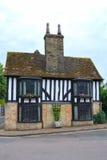 Oud Engels plattelandshuisje Stock Foto's