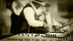 Oud filmeffect: Het ogenblik van de de muziekopname van de jazzband stock video