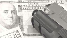 Oud filmwapens en Geld stock videobeelden