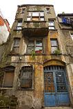 Oud flatgebouw in stadscentrum Royalty-vrije Stock Foto