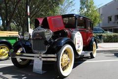 Oud Ford Car bij de auto toont Stock Afbeelding