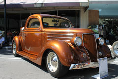 Oud Ford Car bij de auto toont Royalty-vrije Stock Foto's