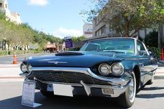Oud Ford Thunderbird Car bij de auto toont Royalty-vrije Stock Afbeeldingen
