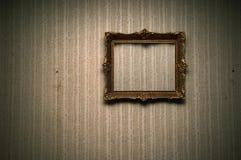 Oud frame op retro muur Royalty-vrije Stock Afbeeldingen