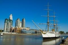 Oud fregat. De haven van Buenos aires. royalty-vrije stock foto's