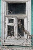 Oud gebarsten houten wit venster Stock Afbeelding