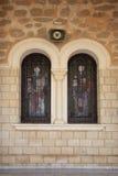 Oud gebrandschilderd glas in de vensters van de Orthodoxe Kerk Stock Fotografie