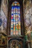 Oud gebrandschilderd glas in kerk StBarbara in Kutna Hora, Tsjechische repu royalty-vrije stock foto