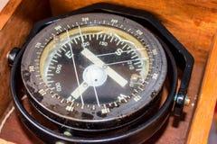 Oud gekrast kompas royalty-vrije stock fotografie