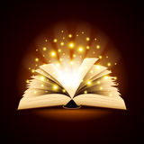 Oud geopend boek met magische lichte vectorachtergrond Stock Afbeelding