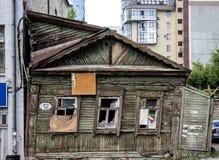 Oud geruïneerd blokhuis Royalty-vrije Stock Foto's
