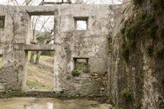 Oud geruïneerd dorp in Slovenië Royalty-vrije Stock Foto's