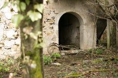 Oud geruïneerd dorp in Slovenië Royalty-vrije Stock Afbeelding