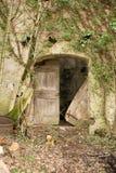 Oud geruïneerd dorp in Slovenië met gestructureerde muur Stock Foto