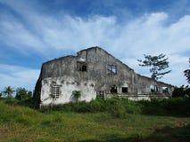 Oud Geruïneerd Huis op een Afgelegen Gebied Stock Foto's