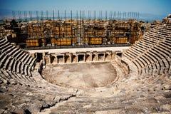 Oud geruïneerd theater in Turkije Stock Afbeelding
